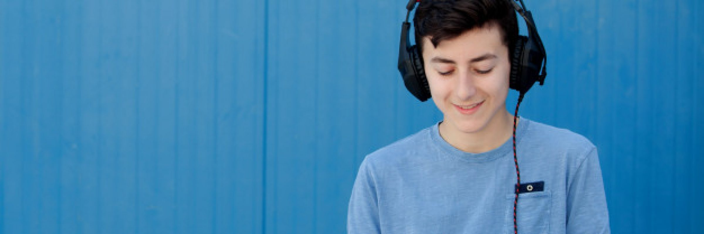 teen-listening-music-with-headphones_58409-6419